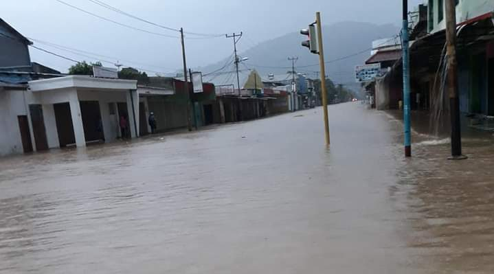 Business hubs in Dili under water
