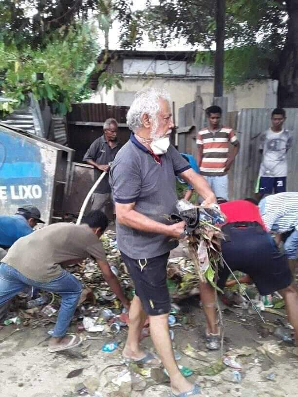 National Hero Mr Xanana Gusmao with his people at rescuing operation